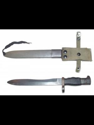 Rabljeni zbirateljski bajonet za puško Fr8 z etuiem